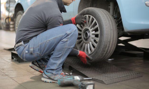 Pièce carrosserie : Une assurance de voiture couvre-t-elle les réparations ordinaires ?