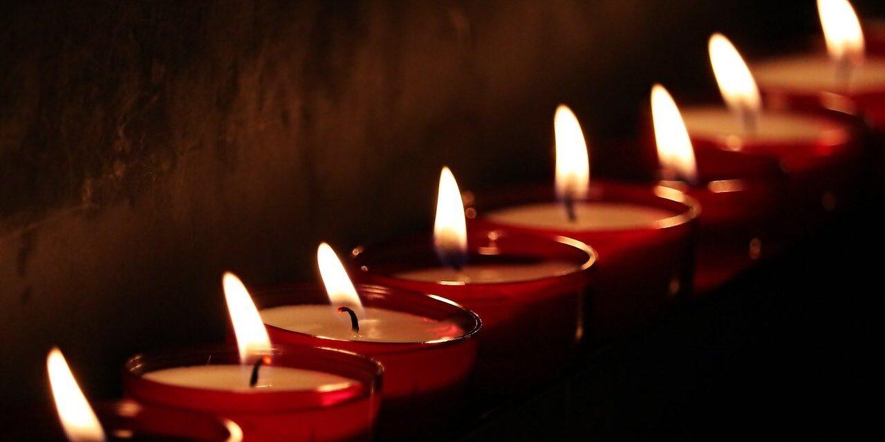 7 étapes du deuil : Comment avancer et surmonter la perte d'un être cher ?