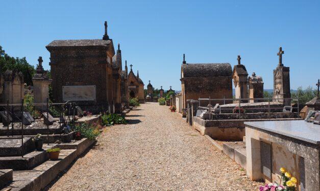 Monument funéraire : Quel est le coût réel d'une pierre tombale ?