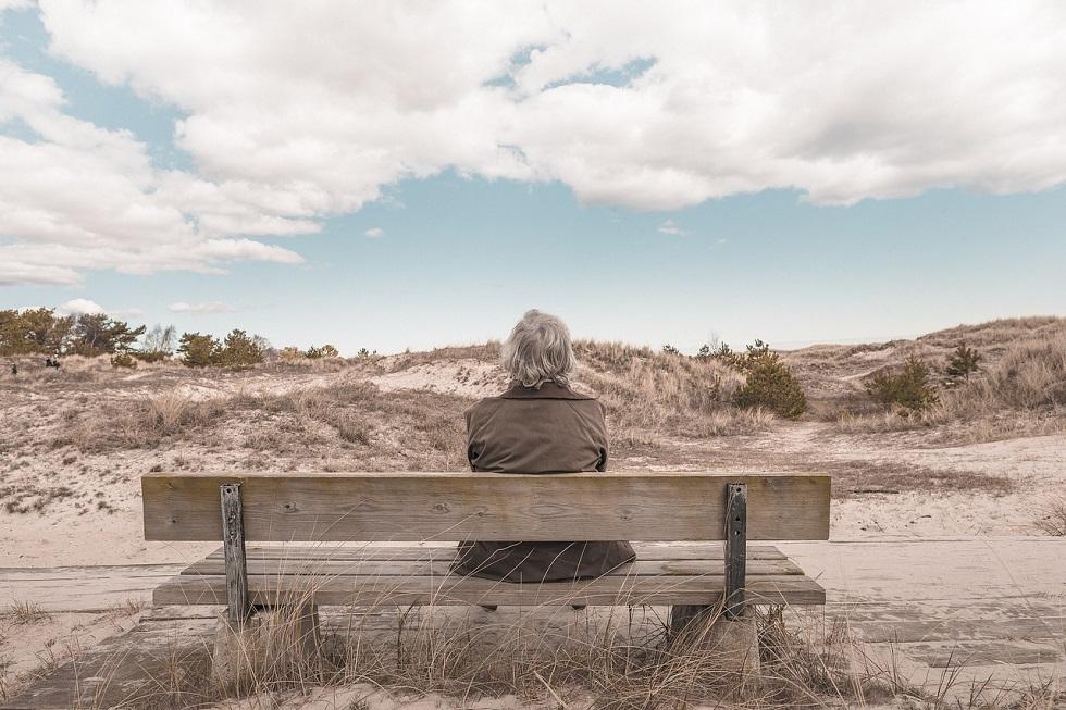 retraité sur un banc