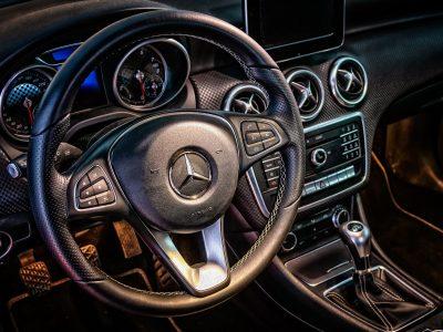 Acheter_une_assurance_pour_Mercedes_Benz_:_Comment_économiser_de_l_argent_sur_votre_assurance_Mercedes_?